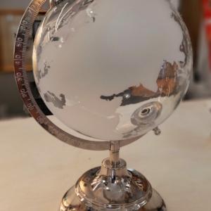 Mappamondo in vetro e acciaio