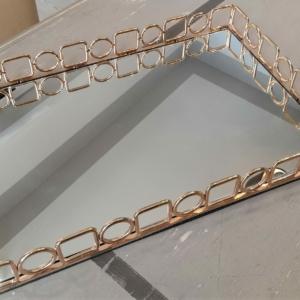Vassoio decorativo a specchio in metallo